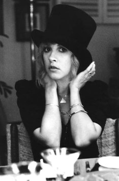 stevie_nicks_looking_coy_wearing_top_hat