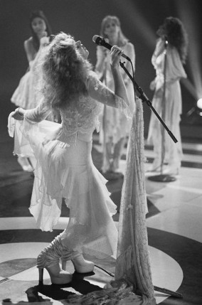 stevie_nicks_performing_in_white_platform_boots