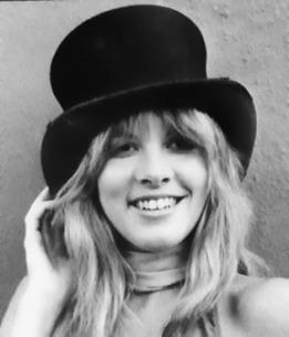 stevie_nicks_smiling_in_top_hat