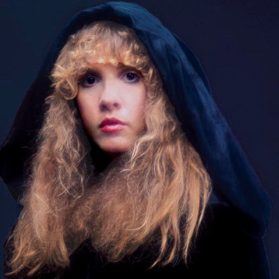 stevie_nicks_wearing_hood