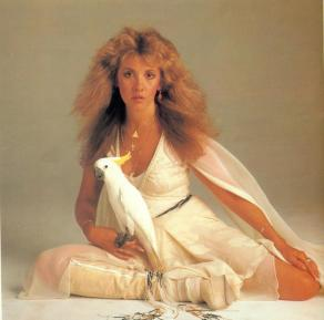 stevie_nicks_with_cockatoo