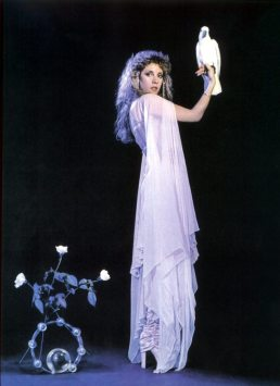 stevie_nicks_with_cockatoo_2