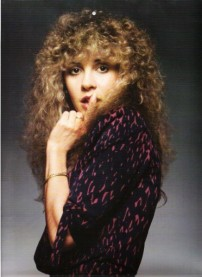 stevie_nicks_with_finger_up_to_lips