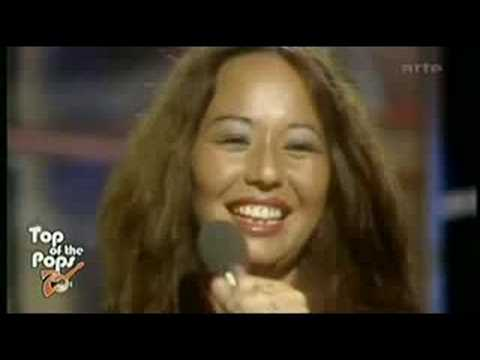 yvonne_elliman_performing_if_i_can't_have_you_on_top_of_the_pops_1977