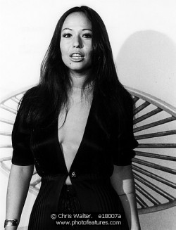 yvonne_elliman_posing_in_1977