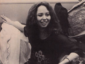 yvonne_elliman_relaxing_with_cigarette