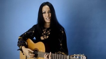 yvonne_elliman_with_guitar
