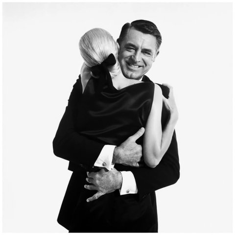 cary_grant_1959_with_model_sunny_harnett_photographed_by_richard_avedon