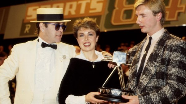 elton_john_presenting_torvill_and_dean_with_the_1984_bbc_sports_personality_of_the_year_award
