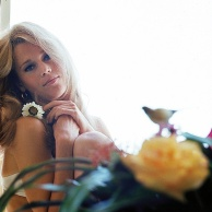 jane_fonda_1966_and_flower_2