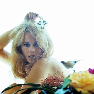 jane_fonda_1966_and_flower_4