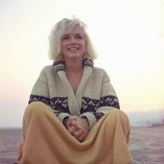 marilyn_monroe_summer_1962_photographed_by_george_barris_on_beach_santa_monica
