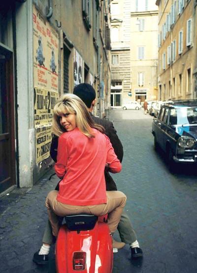 nancy_sinatra_1966_on_the_back_of_a_vespa