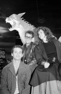 bill_murray_dan_aykroyd_and_sigourney_weaver_posing_on_the_set_ghostbusters