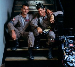 ghostbusters_bill_murray_and_dan_aykroyd_on_set_between_takes