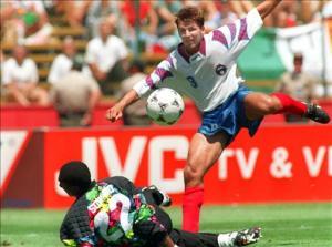 SOCCER-WORLD CUP-1994-CAMEROON-RUSSIA-OLEG SALENKO