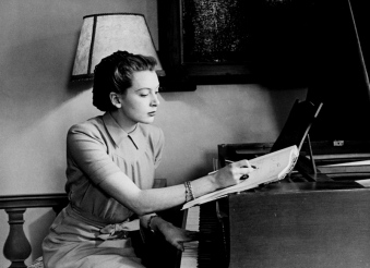 deborah_kerr_at_a_piano