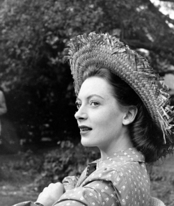 deborah_kerr_in_a_straw_hat_2