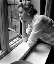 deborah_kerr_looking_out_of_window
