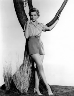 deborah_kerr_posing_against_tree_publicity_shot