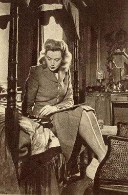 deborah_kerr_young_modelling_a_1940s_utility_simpson_suit