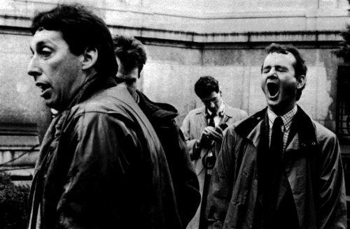 ghostbusters_behind_the_scenes_ivan_reitman_dan_aykroyd_hidingharold_ramis_occupied_and_bill_murray_yawning