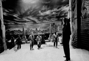 ghostbusters_behind_the_scenes_ivan_reitman_directing_harold_ramis_dan_aykroyd_bill_murray_and_ernie_hudson_on-set