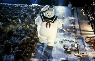 ghostbusters_behind_the_scenes_the_stay_puft_marshmallowman_in_action