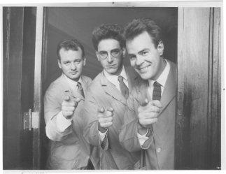 ghostbusters_bill_murray_harold_ramis_and_dan_aykroyd_pointing_pose