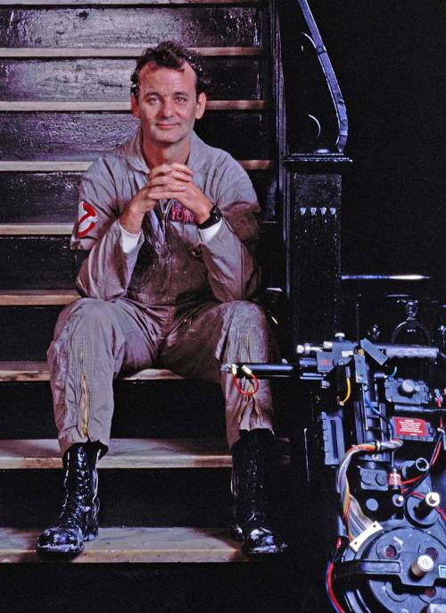 ghostbusters_bill_murray_on-set_with_proton_pack