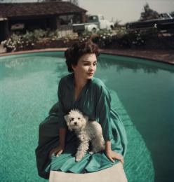 jean_simmons_and_her_dog_1954