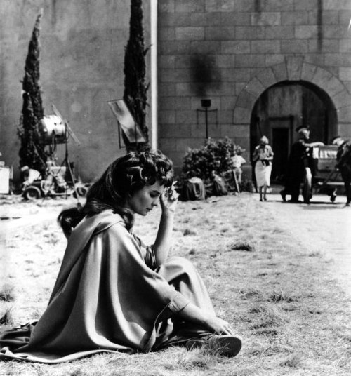 jean_simmons_between_takes_on-set_of_spartacus