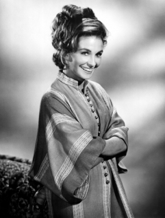 jean_simmons_grinning_in_oriental_get-up