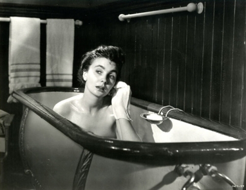 jean_simmons_in_bath