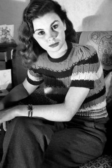 jean_simmons_in_woolly_top_and_trousers