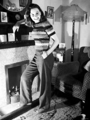 jean_simmons_in_woolly_top_and_trousers_3