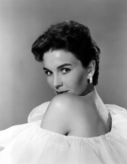 jean_simmons_looking_over_shoulder