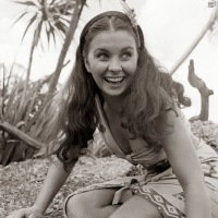 jean_simmons_on-set_of_the_blue_lagoon