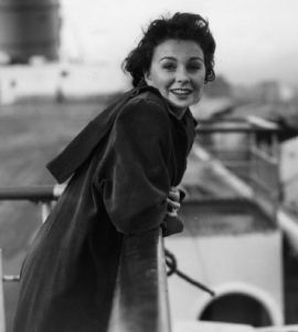 jean_simmons_posing_on_boat