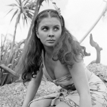 jean_simmons_publicity_shot_for_the_blue_lagoon_4
