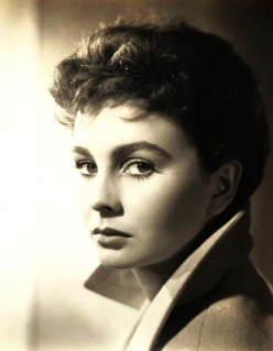 jean_simmons_short_hair_in_high_collar