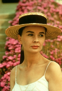jean_simmons_wearing_straw_hat_2