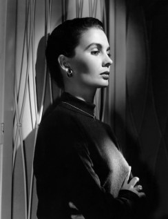 jean_simmons_with_hair_up_looking_ice_cool
