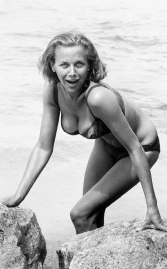 goldfinger_honor_blackman_bikini_publicity_shot