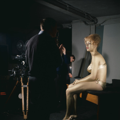 goldfinger_margaret_nolan_between_takes_filming_the_title_sequence