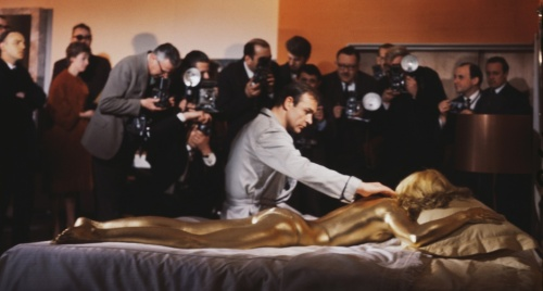 goldfinger_sean_connery_shirley_eaton_and_the_press