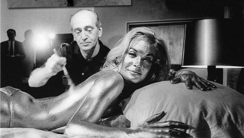 goldfinger_shirley_eaton_being_painted_gold