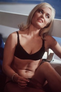goldfinger_shirley_eaton_on-set_between_takes