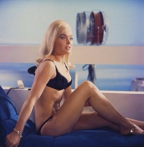 goldfinger_shirley_eaton_on-set_publicity_shot