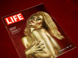goldfinger_shirley_eaton_on_the_cover_of_life_magazine_november_6_1964_2